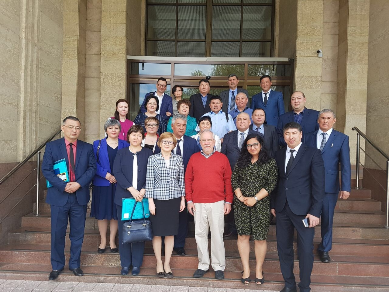 Efficient implementation of SMT programs: Ukrainian experience for Kazakh colleagues